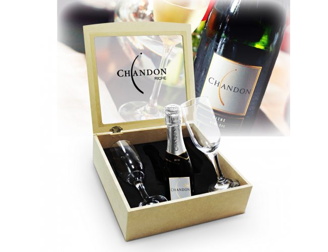 http://www.projetopromocional.com/content/interfaces/cms/userfiles/produtos/chandon-02-tacas-riche-01-218.jpg